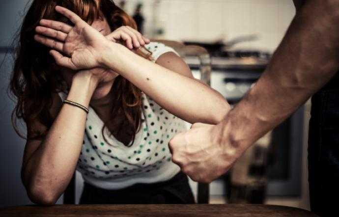 Roseto, colpisce con un pugno il figlio e prende per il collo la moglie: allontanato da casa