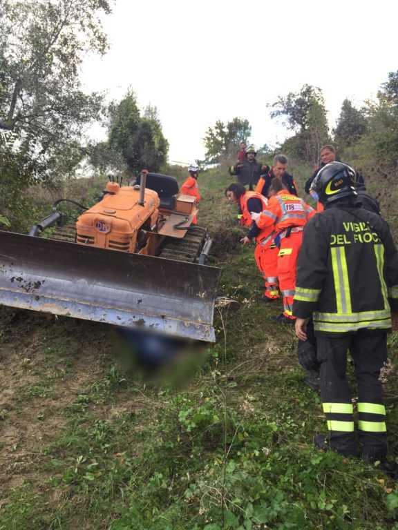 FOTO E VIDEO | CASTEL CASTAGNA, INCIDENTE MORTALE IN CAMPAGNA:  VITTIMA UN AGRICOLTORE  DI 59 ANNI