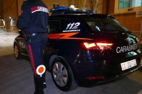Esce di strada con l'auto: denunciato per guida in stato di ebbrezza 77enne