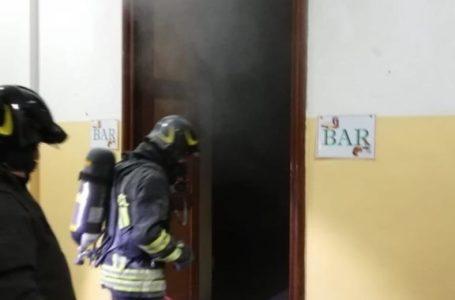 FOTO E VIDEO | PRINCIPIO D'INCENDIO AL LICEO CLASSICO: STUDENTI EVACUATI