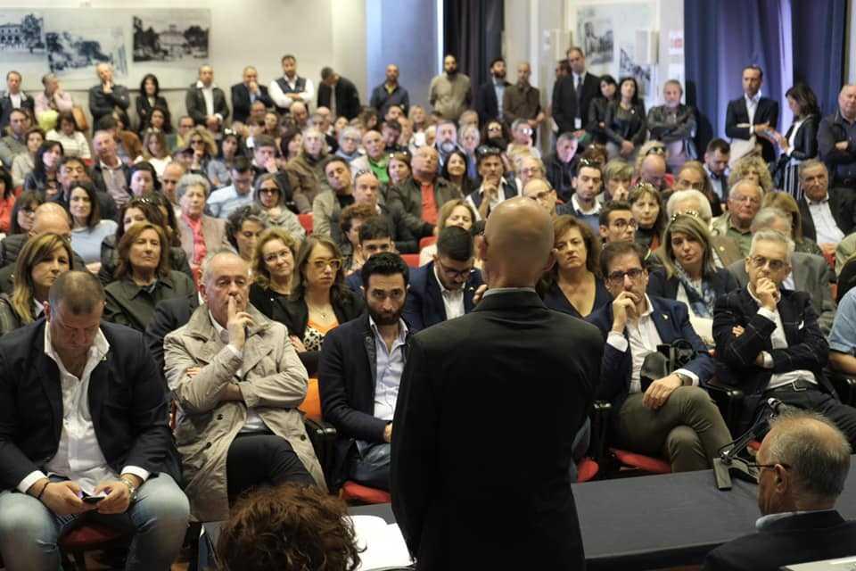 FOTO e VIDEO | Giulianova, i big del centro-destra per la presentazione di Tribuiani.  Salvini arriverà il 9 maggio
