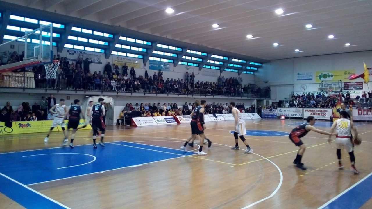 Basket B, l'Etomilu Giulianova perde con la corazzata Chieti a testa alta (52-53)