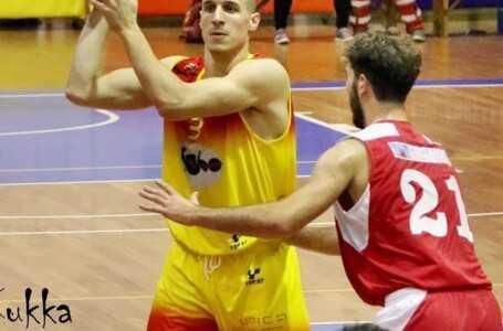 Basket B, la Globo Giulianova cade sul parquet della capolista Fabriano (87-57)