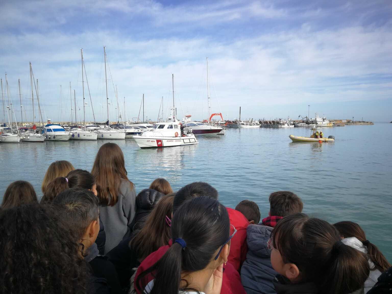 Scuola di Soccorso in mare: Guardia Costiera e Croce Rossa incontrano gli studenti