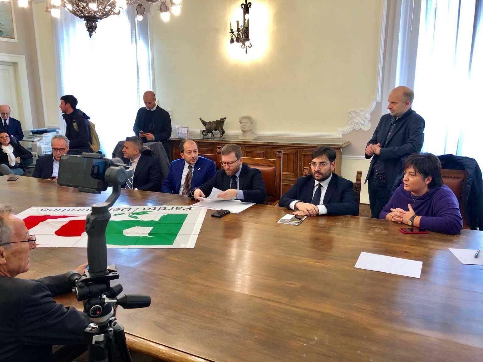 PD Abruzzo, il ministro Provenzano all'incontro degli amministratori: 300 milioni per le infrastrutture sociali