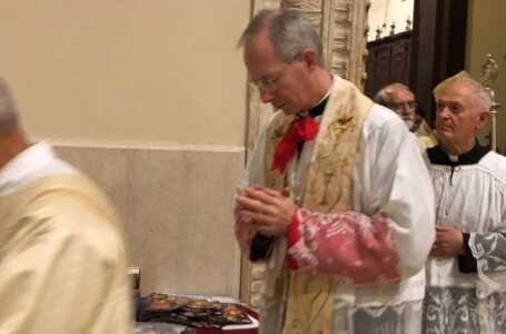 FOTO | Teramo, il cerimoniere del Papa Monsignor Marini ha celebrato in Duomo le meraviglie della liturgia