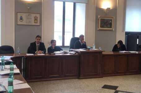 """FOTO e VIDEO   Montorio, formalizzata nuova giunta ma deleghe slittano. Facciolini non è preoccupato per maggioranza risicata: """"dal primo giorno ho governato 7 a 6"""""""