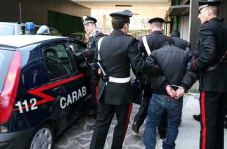 Due furti con spaccata, un arresto ed un secondo accusato di evasione e di ricettazione