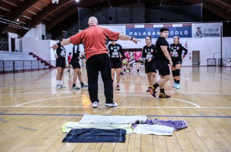 Handball donne, nel Palasannicolò non piove più ma la gara con Ferrara è persa
