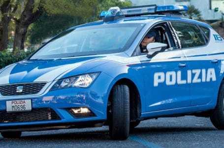 Aggredisce e rapina una escort, arrestato un 32enne dalla Polizia