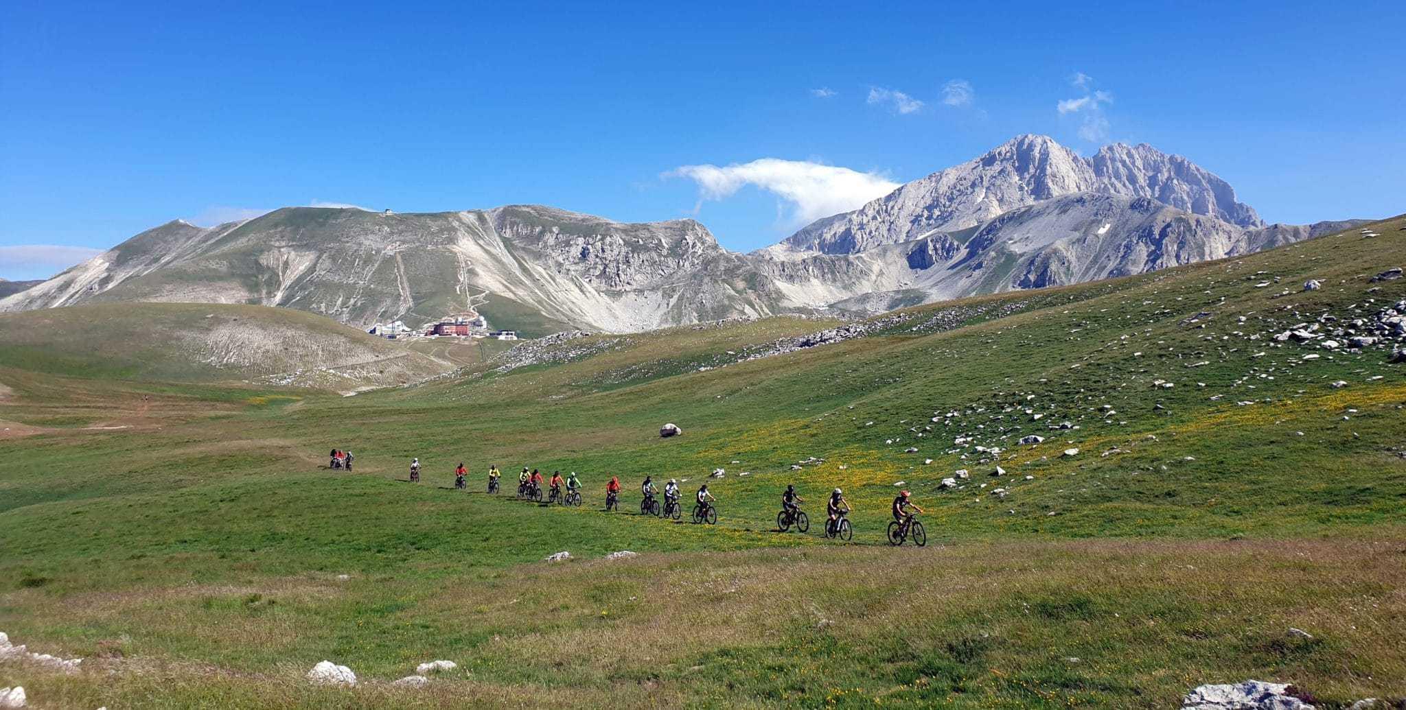 MAGS! Dal Mare Adriatico al Gran Sasso: cronaca di un'avventura in bici degli Accompagnatori AE Ciclo della Sezione CAI di Arsita