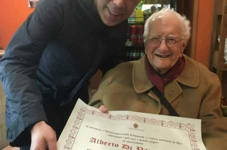 Atri festeggia i 100 anni di Alberto Di Pancrazio. Il Sindaco consegna pergamena