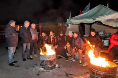 Atr Colonnella, visita ai lavoratori in presidio notturno
