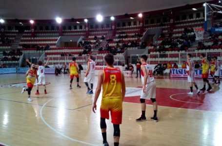 Basket B, Giulianova corsara al Pala Skà fa suo il derby con il Teramo (72-80)