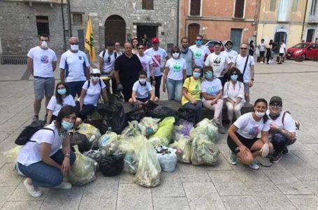 FOTO   Teramo, terza passeggiata ecologica: oltre 20 i sacchi raccolti per una città più pulita
