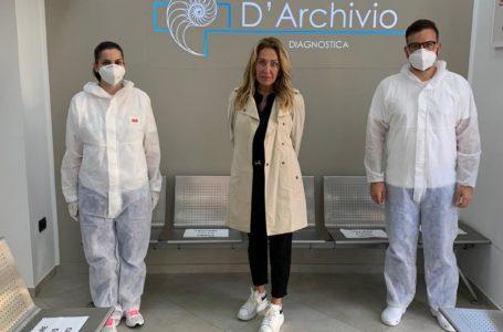Giulianova, l'attrice Sabrina Marinucci in visita al Centro Medico D'Archivio