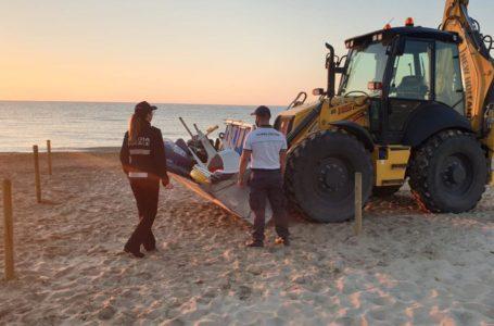 Occupazione abusiva di spiagge libere: ad Alba Adriatica sequestrati ombrelloni ed attrezzature