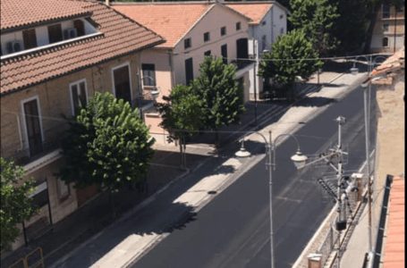 Sant'Omero, gli asfalti di via Roma accendono la polemica: all'opposizione non piace l'ironia dell'amministrazione Luzii