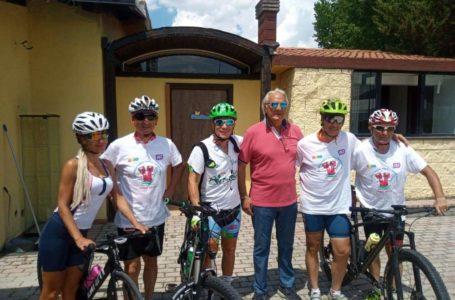 FOTO   In bici per i 4 Parchi d'Abruzzo: insegnanti teramani per un progetto scolastico di promozione del territorio