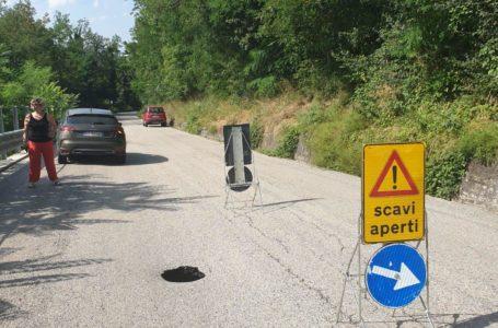 FOTO | Voragine sulla SS 491 tra Tossicia e Ornano: strada chiusa al traffico