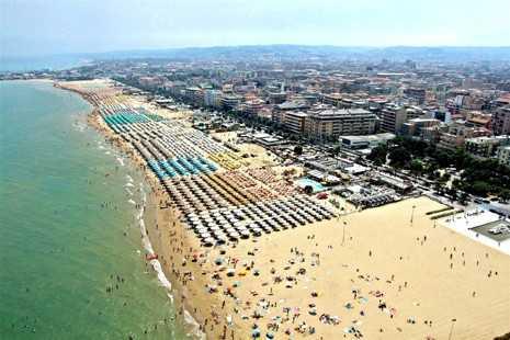 Turismo, in Abruzzo boom per domanda ed offerta di case al mare