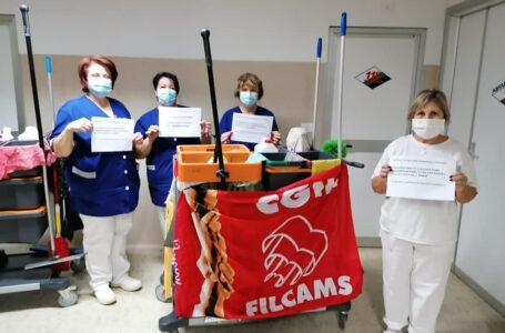 FOTO | Flash mob dei lavoratori dei 4 ospedali della provincia per rinnovo contratto multiservizi