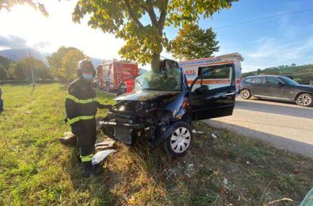 FOTO | Sant'Egidio, finisce con l'auto contro un albero in loc. Faraone: grave un 54enne