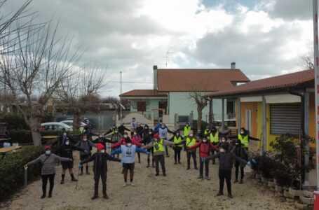 FOTO | Roseto, volontari puliscono la foce del Tordino
