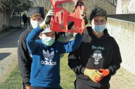 FOTO | Volontari WWF puliscono il Parco fluviale del Vezzola a Teramo ela Riserva regionale del Borsacchio a Roseto