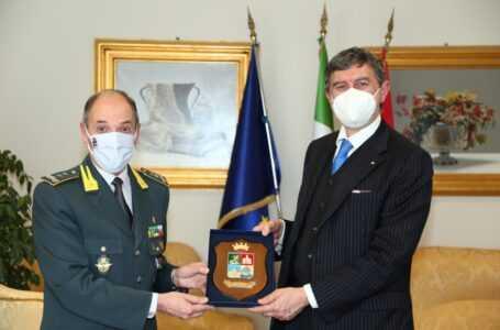 FOTO | L'Aquila, Marsilio riceve il comandante della Scuola Ispettori e Sovrintendenti della Guardia di Finanza