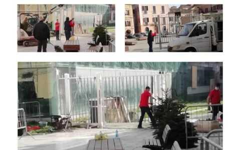 Centro Politico Comunista Santacroce contro il cancello di piazza Sant'Anna: abbattete i vostri muri mentali