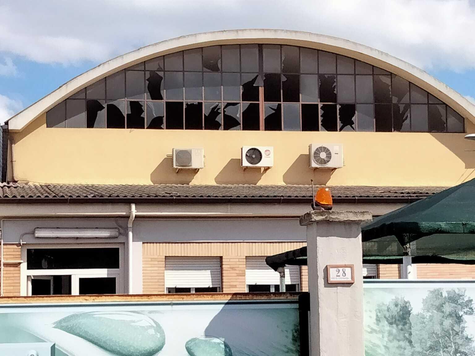 FOTO | Corropoli, esplosione alla MEC FERRO: danni strutturali all'edificio