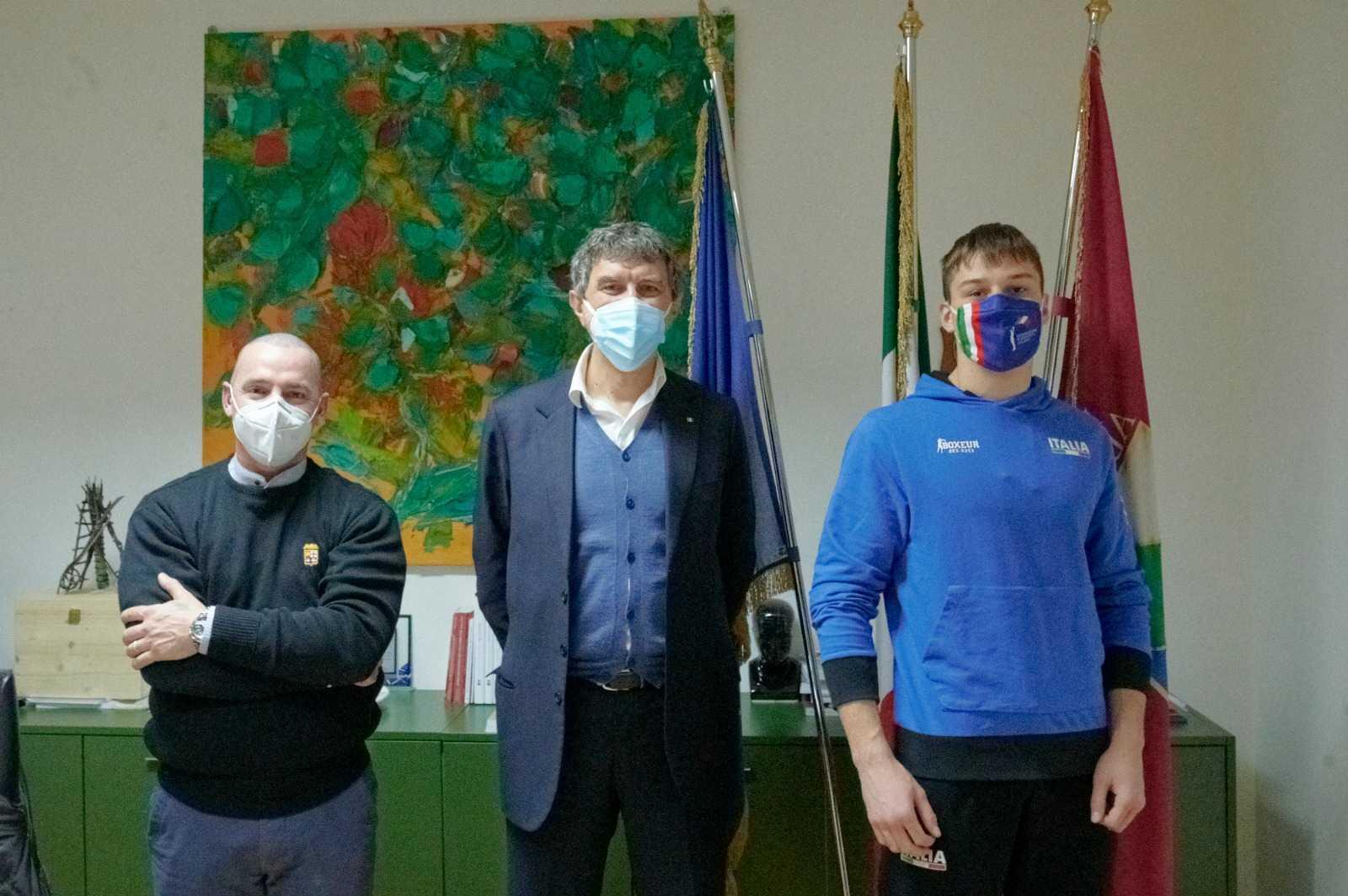 Sport: Marsilio si congratula con il neo campione italiano di pugilato Luca Iovoli