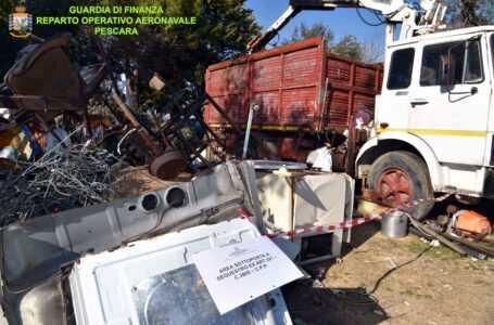 FOTO | Scoperta e sequestrata discarica abusiva di rifiuti speciali: titolare denunciato anche per esercizio abusivo di autodemolitore