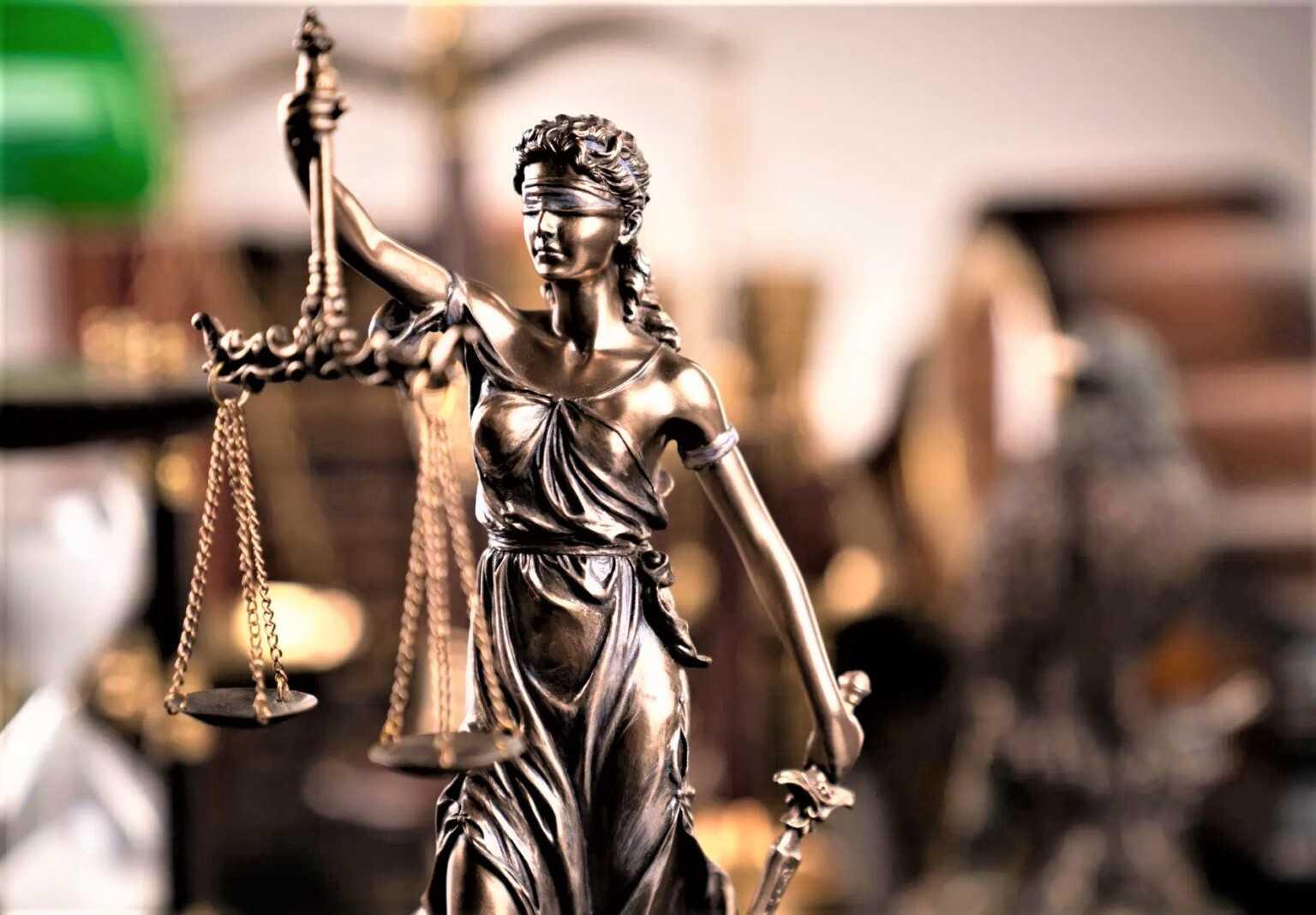 IL RUGGITO / L'ordine degli avvocati di Teramo si scioglie