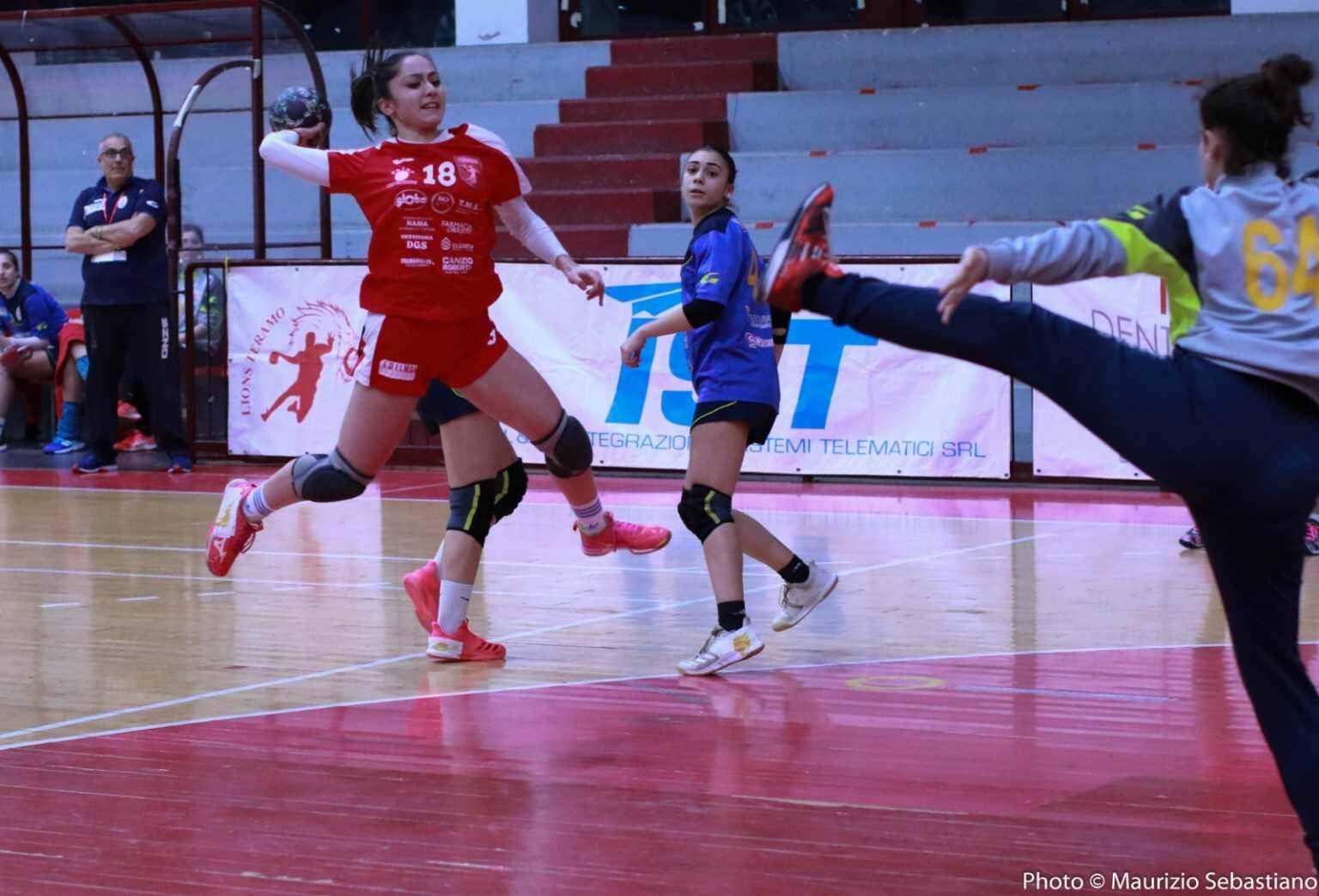 Handball donne, vince ancora la Pallamano Teramo (24-18): battuto il Benevento