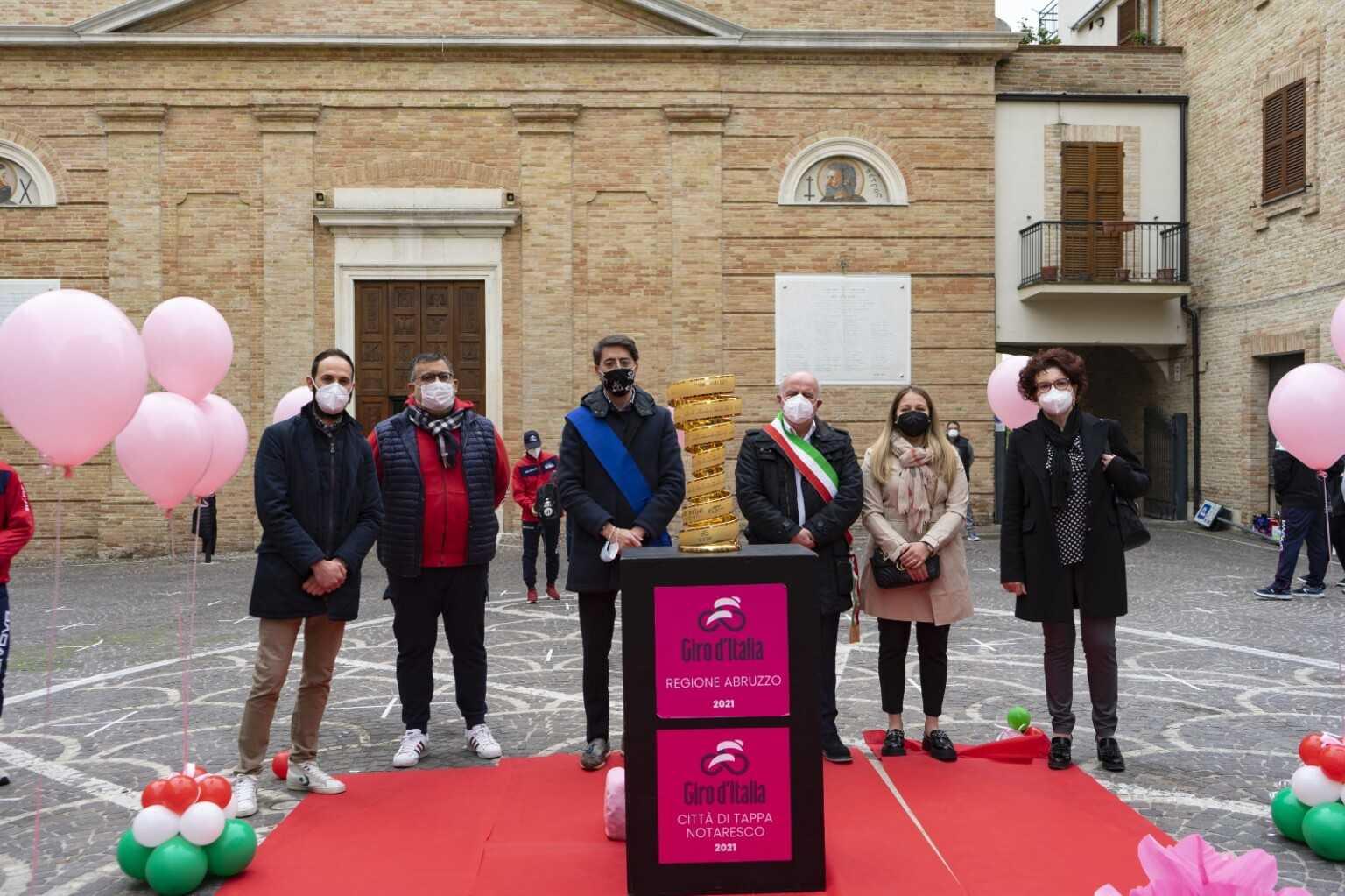 FOTO   Giro d'Italia 2021 a Notaresco: iniziato il mese in Rosa