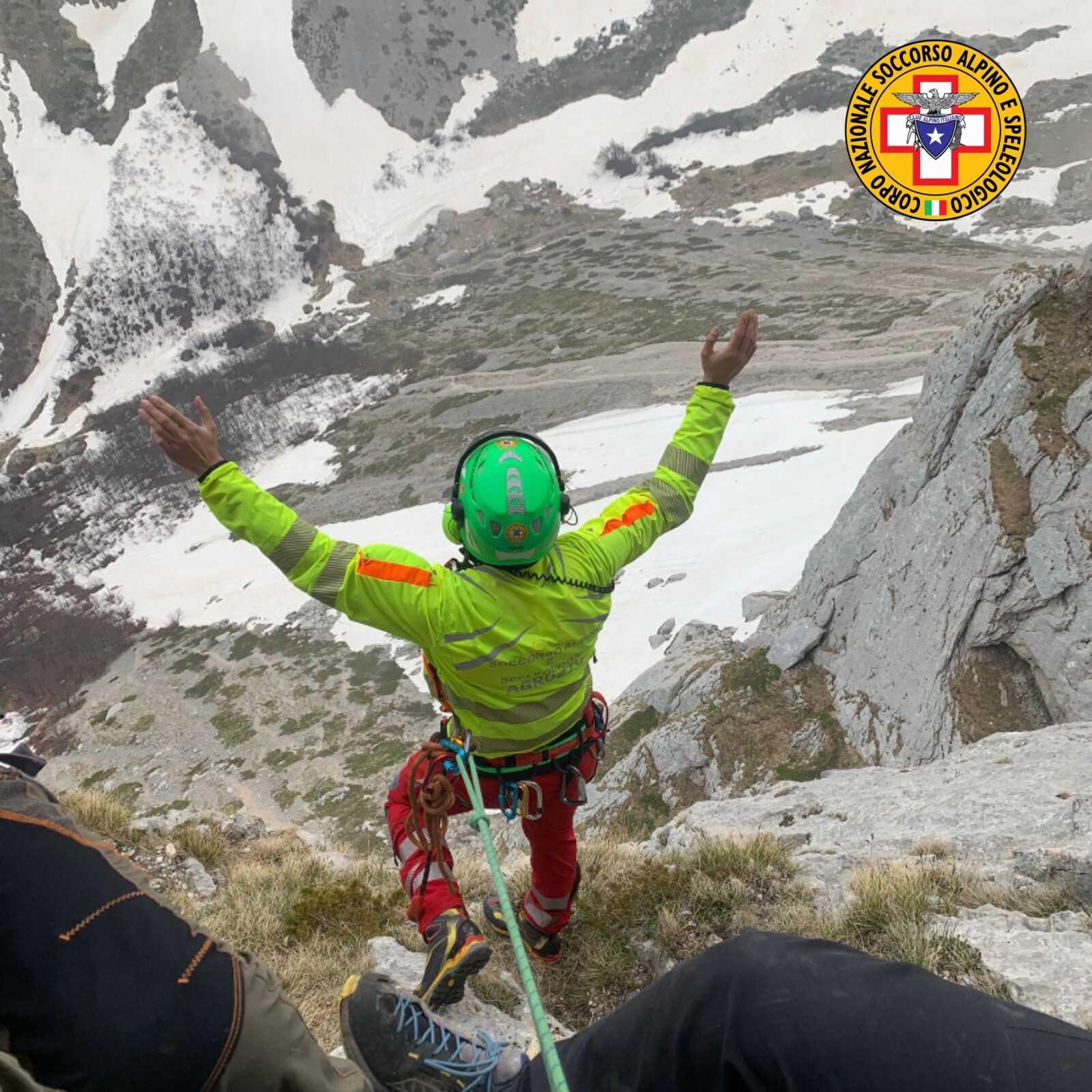 Gran Sasso, precipita per circa 8 metri: recuperato alpinista di 28 anni