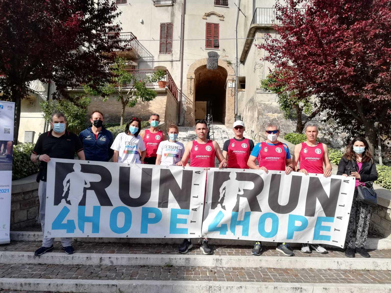 FOTO | Ancarano, l'Ancaria Running partecipa alla RUN4HOPE, staffetta della solidarietà