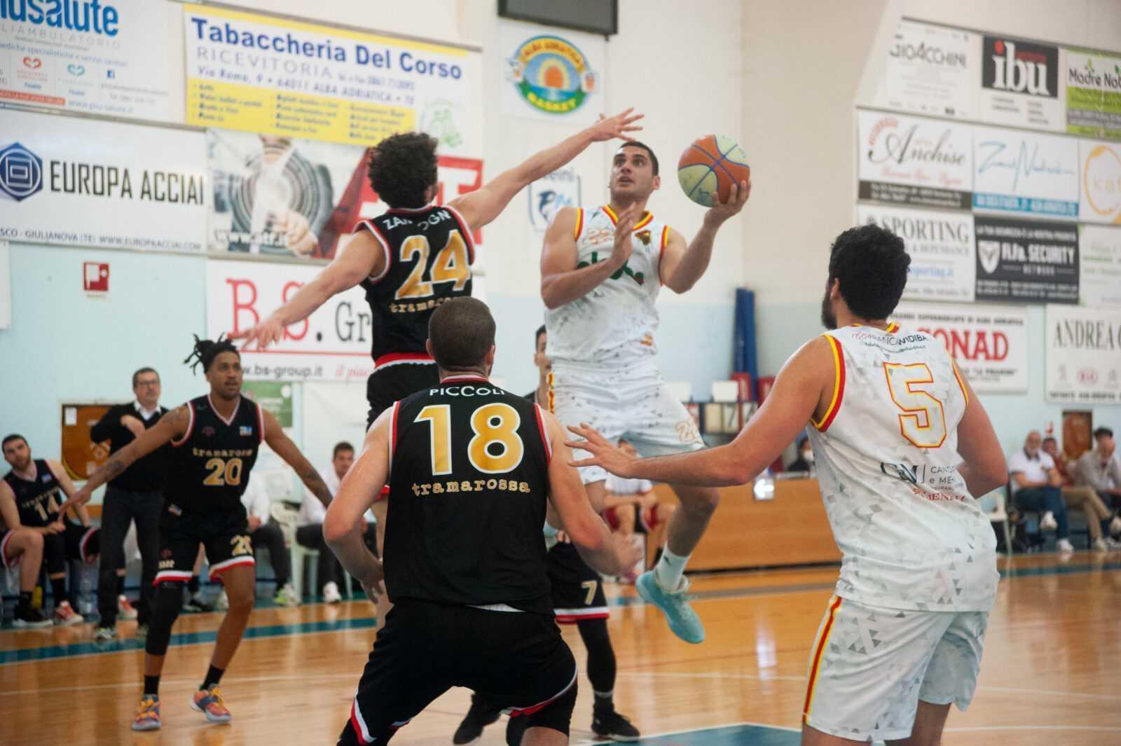 Basket B, la Globo Giulianova cede all'over time alla corazzata Vicenza (90-92)