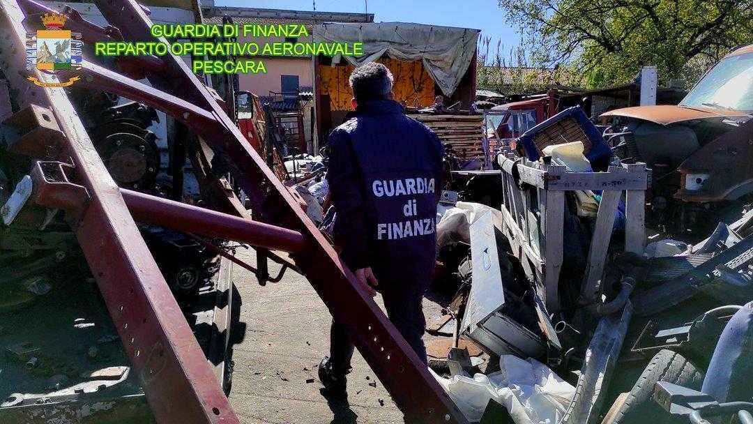 VIDEO e FOTO | Sequestrata discarica abusiva di 2.500mq per 380.000 Kg di rifiuti speciali. 4 denunce, accertati migliaia di euro evasi