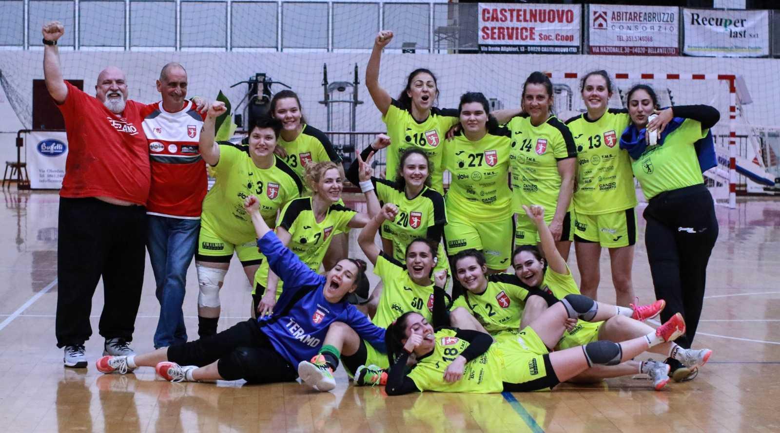 Handball A2, ennesima vittoria e primato per la Nama Tms (32-31): battuto anche Pontinia
