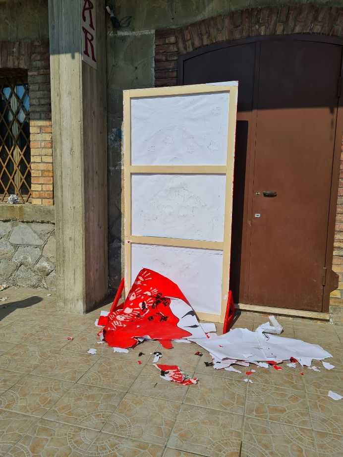 Valle Castellana, sfregio al manifesto contro la violenza sulle donne affisso ieri