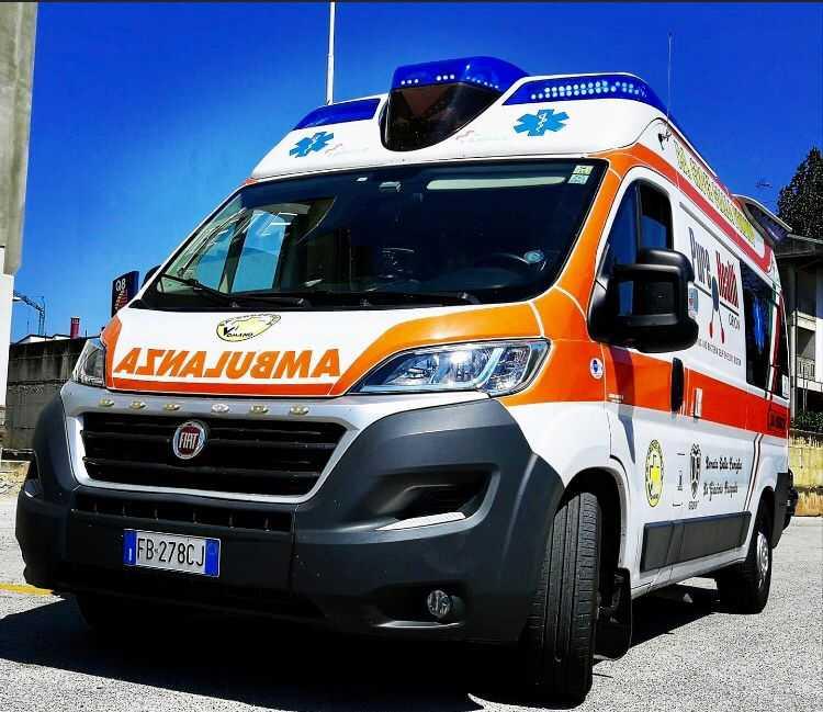 Nuova postazione 118 a Castelnuovo Vomano e l'arrivo di un'autovettura donata da una ditta locale
