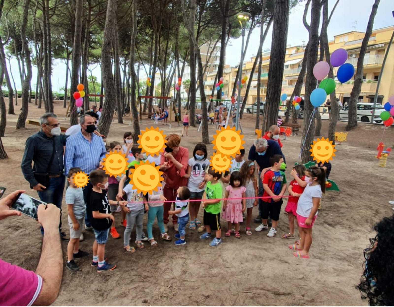 FOTO | Alba Adriatica, inaugurato il nuovo parco giochi nella pineta litoranea sud