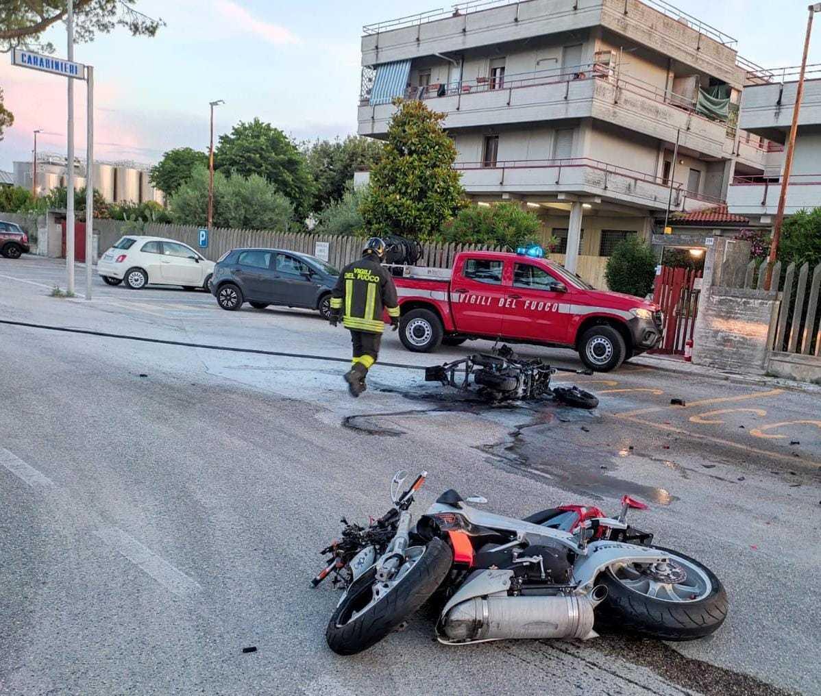 FOTO   Martinsicuro, scontro tra moto e scooter: morti due giovani centauri