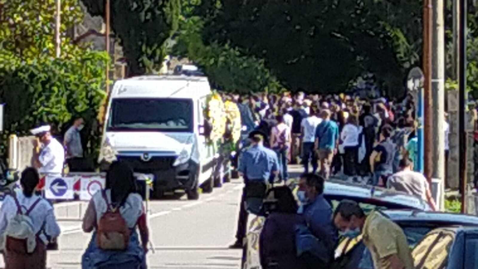 FOTO |  Colledara, una folla commossa ad Ornano Grande per l'ultimo saluto ad Emilio Vaccari