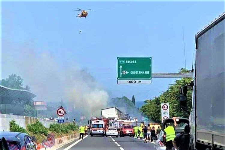 IL RUGGITO / Inferno sulla A14 . Ecco chi paga l'incapacità dei nostri politici
