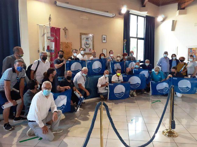 FOTO | Martinsicuro, consegnate le Bandiere Blu 2021 agli operatori turistici