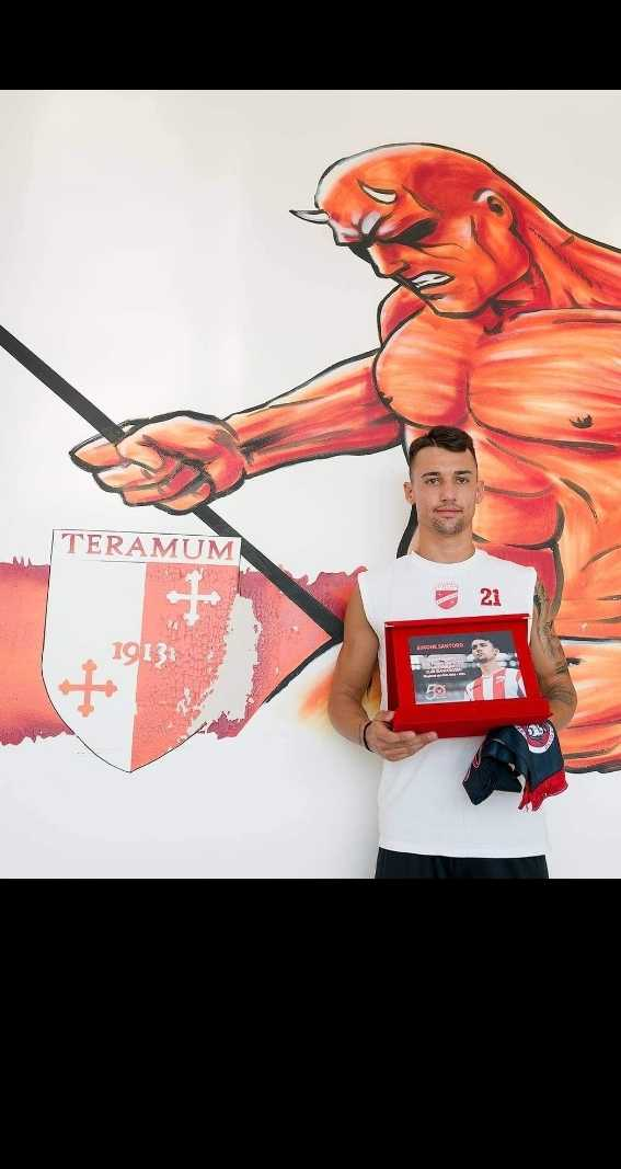 Calcio, Teramo: Simone Santoro premiato dal Club Biancorosso